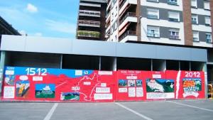 """Pintada en el aparcamiento sobre la """"conquista"""" de Navarra/ Mondragón. J.M"""