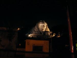 En la piedra de la montaña se talla el rostro del hombre que impulsó la revolución en Turquía.