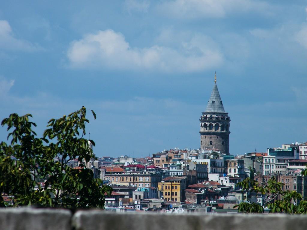 Una torre que concentra a muchas personas en verano.