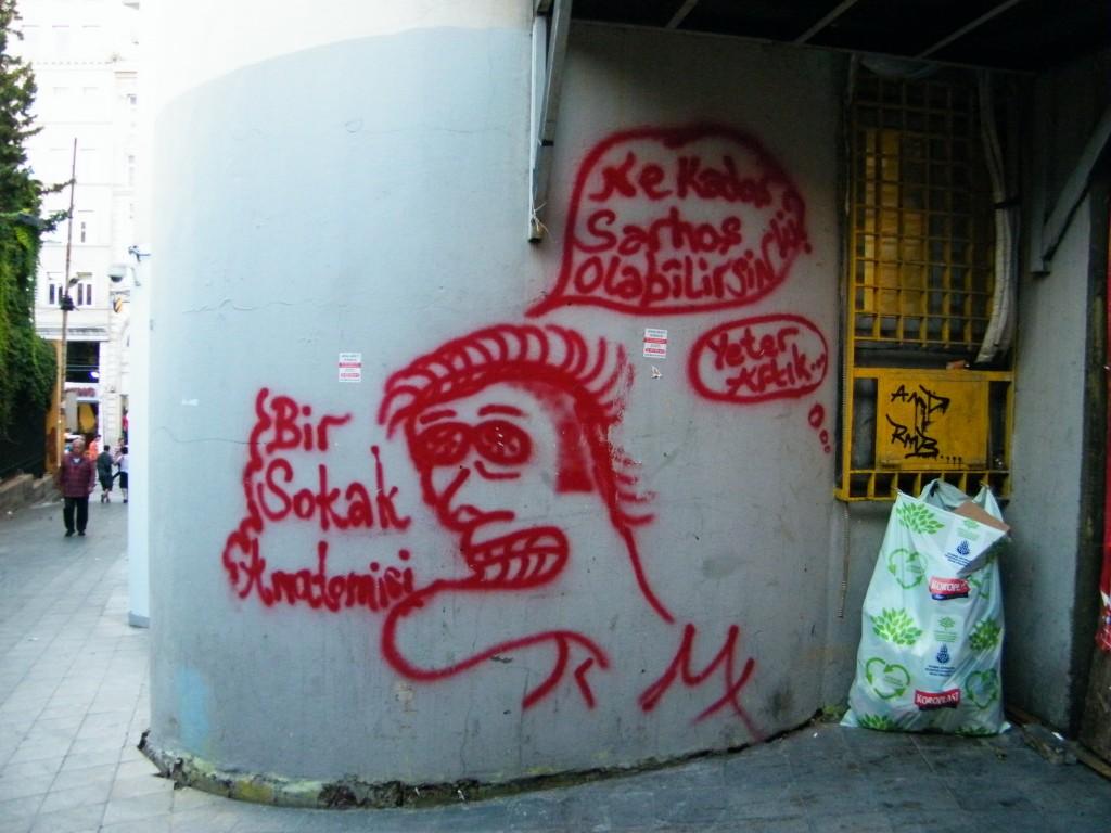 Ciudadanos pintan las paredes de Taksim/ Istanbul. J.M