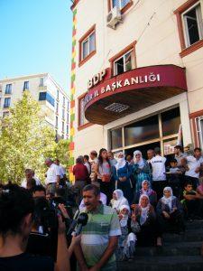 manifestación en favor del reconocimiento oficial del idioma kurdo