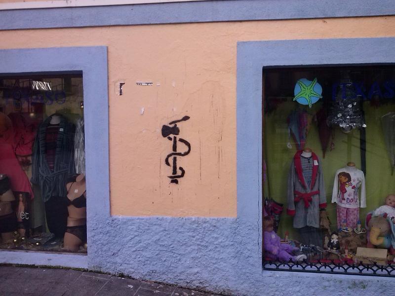 El símbolo de ETA pintado reaparece un año después