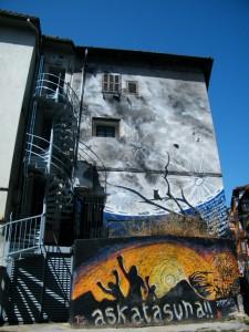 pared sobre el conflicto vasco en Mondragón