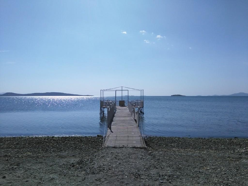 un lugar bonito para tomarse un café al mar al lado de Aliaga en Izmir