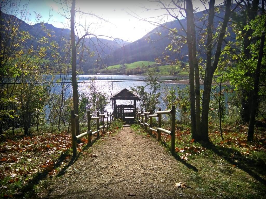 vista preciosa de los colores del otoño en Urkulu Gipuzkoa