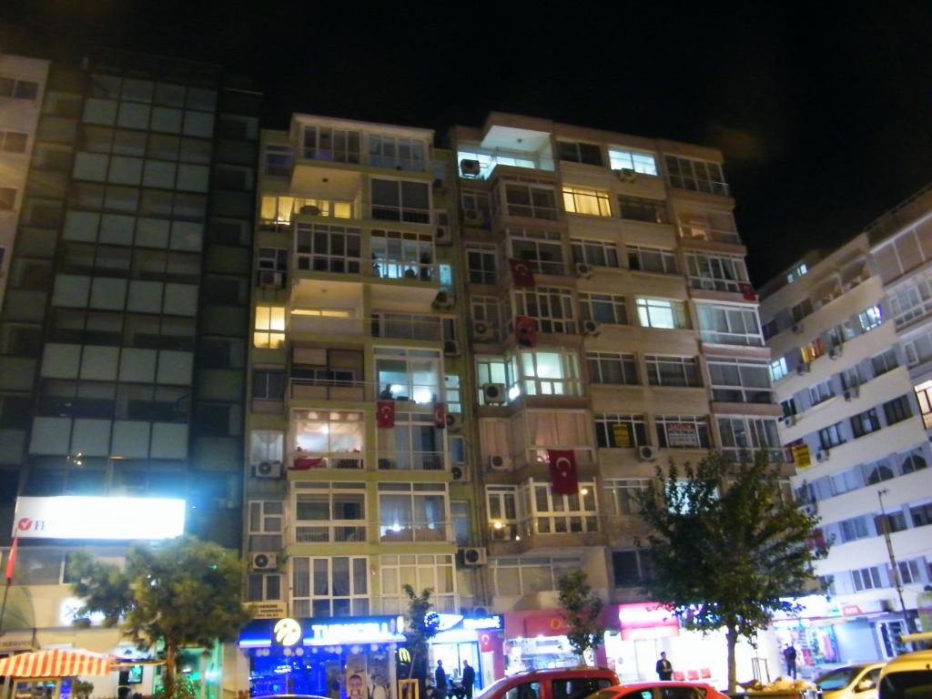 Las fachadas turcas se llenan de banderas